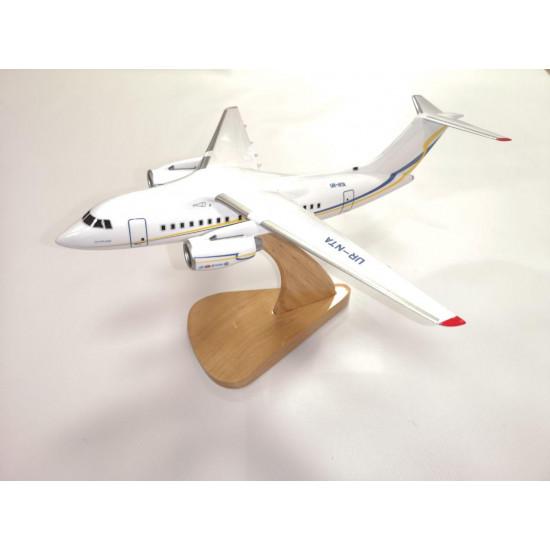 Модель самолета Ан-148 1:100
